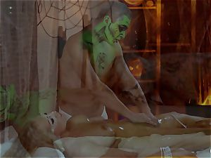 Relaxxxed - hook-up and massage with green oil on Halloween