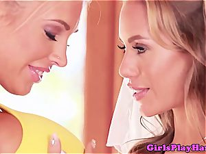 lesbo quickie before her marriage