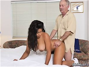 parent ash-blonde 3some Glenn finishes the job!