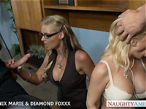Blondes Phoenix Marie and Diamond Foxxx pummel in foursome