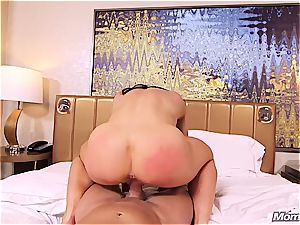 Muscle milf first-timer ass fucking pov and facial