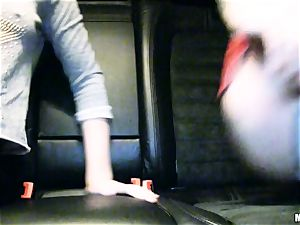 lovely Lola Taylor gets jiggly fuckin' on the back seat