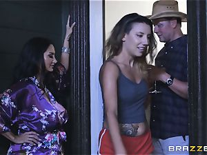 Ava Addams and Kimmy Granger pumped up by spear