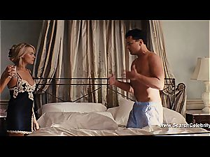 Margot Robbie bare in The bear of Wall Street