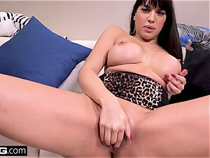 pulverize Real cougars Latina Mercedes gives a filthy oral job