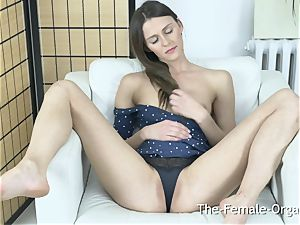 slender Coed drains to ejaculation with a electro-hitachi