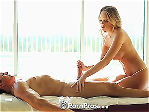 Alexis Adams uses her kinks and puss