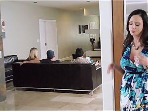 Mean mummy Ariella Ferrera entices her daughters guy