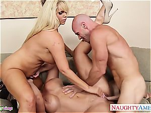 Smoking hot Alura Jenson takes on two cocks at once