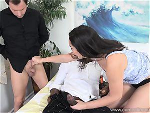 Paisley Parker Gets dark-hued manmeat and husband licks Up jizz
