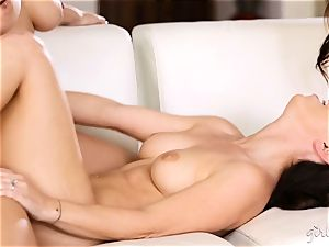 Chanel Preston 3some with her girls