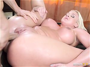 Leya Falcon cheats with her phat dicked massagist