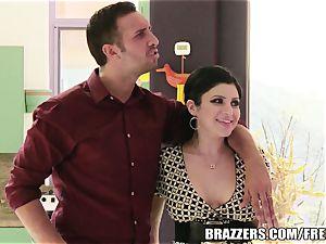 Brazzers - Sativa Rose - boning Newlyweds!