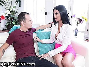 Jasmin Jae gets convinced to blow her stepson