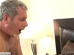 dad humps his young stepdaughter Nicole Ray