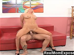 RealMomExposed Amber Kentucky Its Finger
